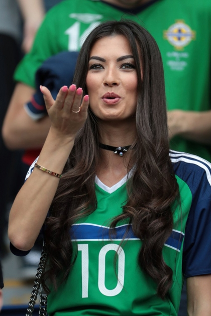 36 most beautiful cheerleader, which will decorate the Euro 2016